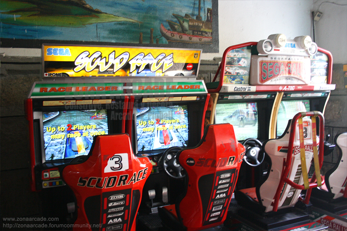 "Máquina recreativas dobles de cockpit ""SCUD RACE"" y ""SEGA RALLY 2""."