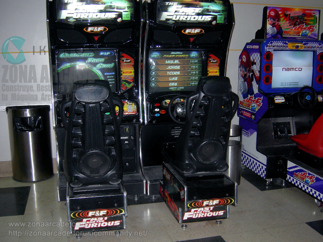 "Dos unidades de máquinas recreativas arcade cockpit ""FAST AND THE FURIOUS""."